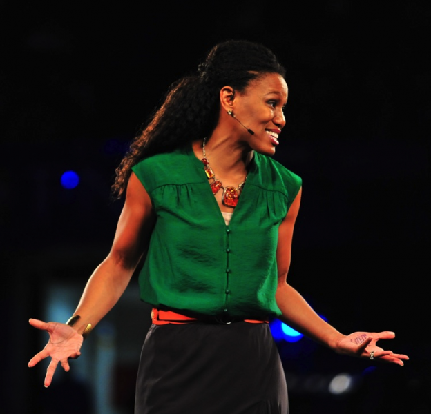 Priscilla Shirer outfit